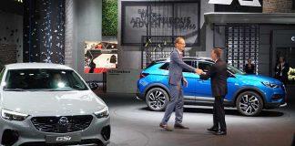Opel-Chef Michael Lohscheller (l.) mit PSA-Chef Carlos Tavares