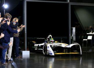 Formel E-Champion Lucas di Grassi präsentiert den neuen Boliden