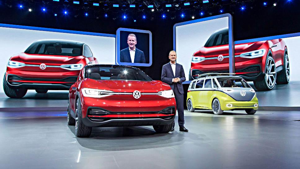 VW-Markenchef Diess mit dem I.D. Crozz.