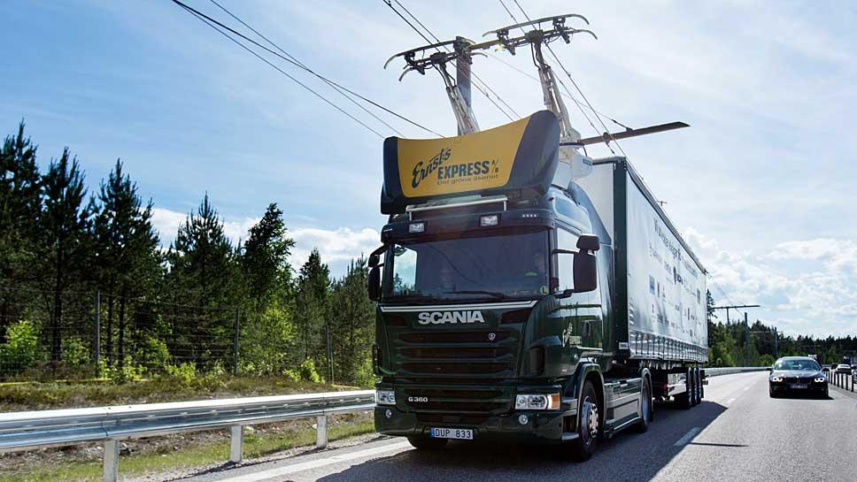 Scania dockt die Lkw an die Oberleitung an