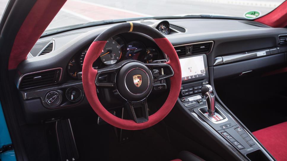 Das Cockpit des Porsche GT2 RS.
