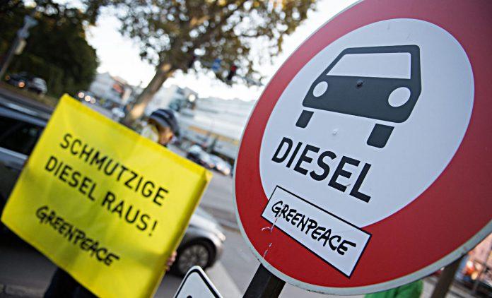 Protest von Greenpeace gegen schmutzige Diesel. Foto: dpa