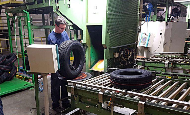 Nokian Tyres: Hier wird noch jeder Reifen von Hand geprüft