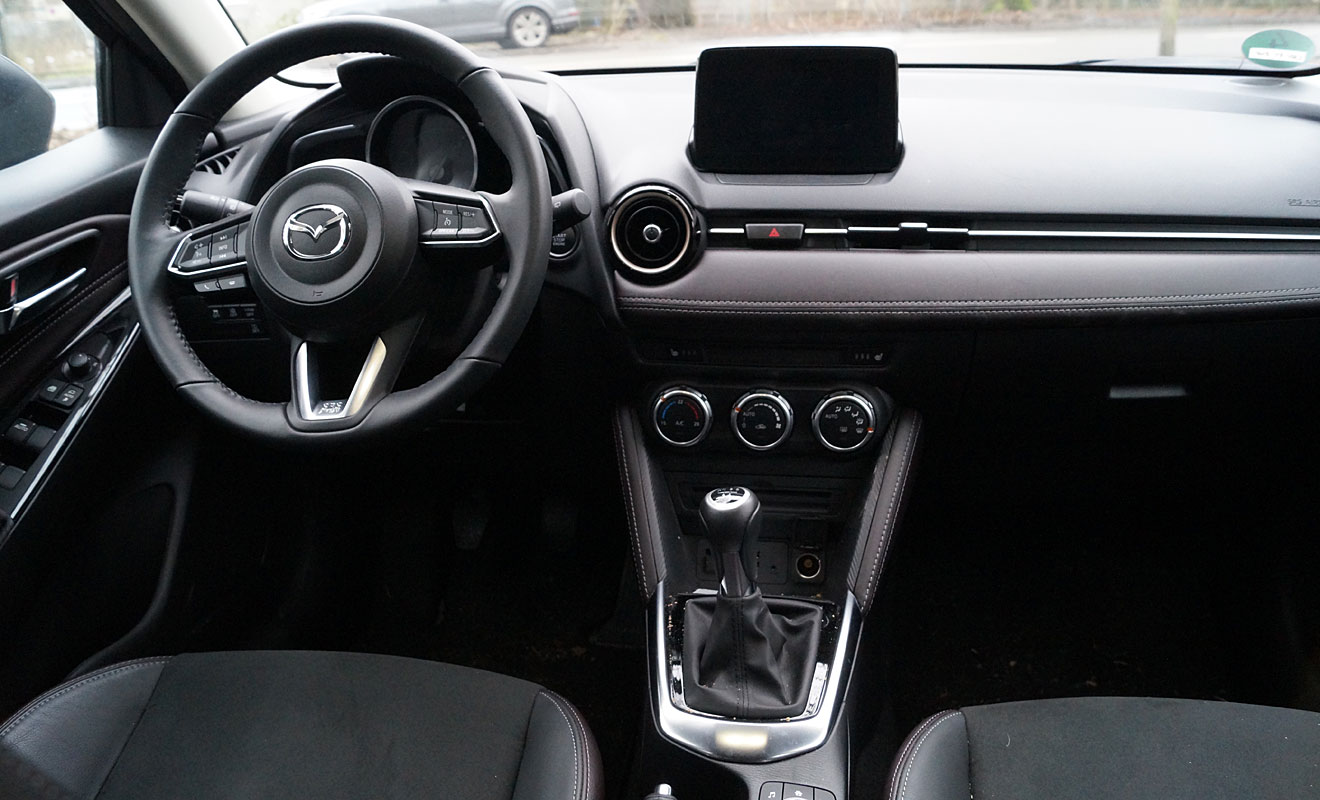 Das Cockpit des Mazda2. Foto: AG/Flehmer