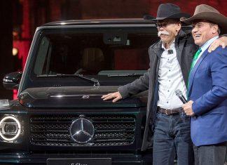 Dieter Zetsche und Arnold Schwarzenegger präsentieren die neue G-Klasse. Foto: dpa