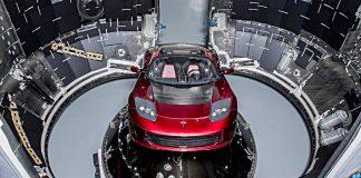 Auf dem Weg ins All: Ein Tesla Roadster. Foto: SpaceX/dpa