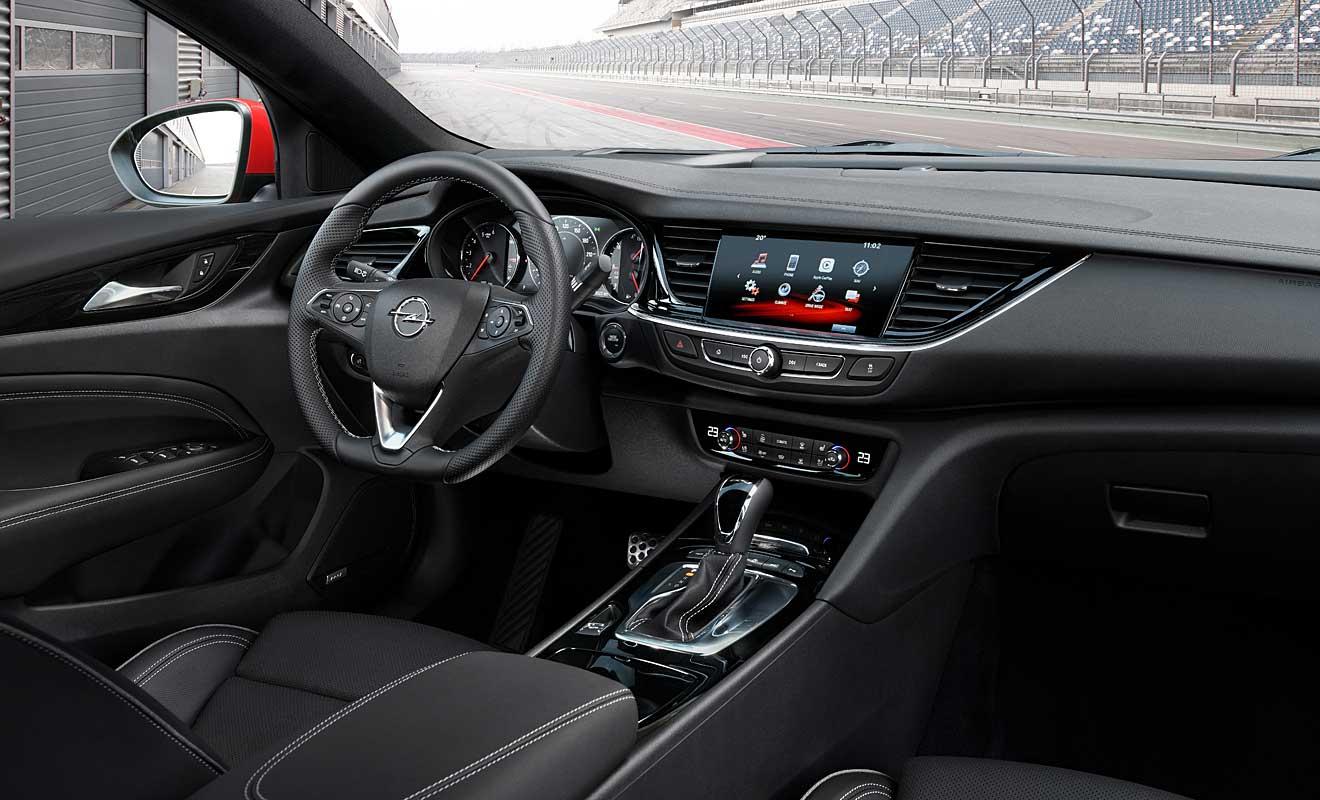 Das Cockpit des Insignia GSi. Foto: Opel