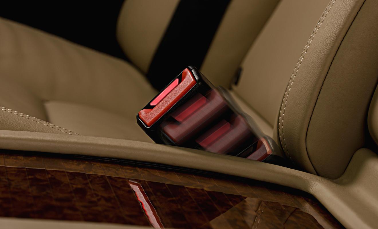 Das aktive Gurtschloss in der S-Klasse. Foto: Daimler