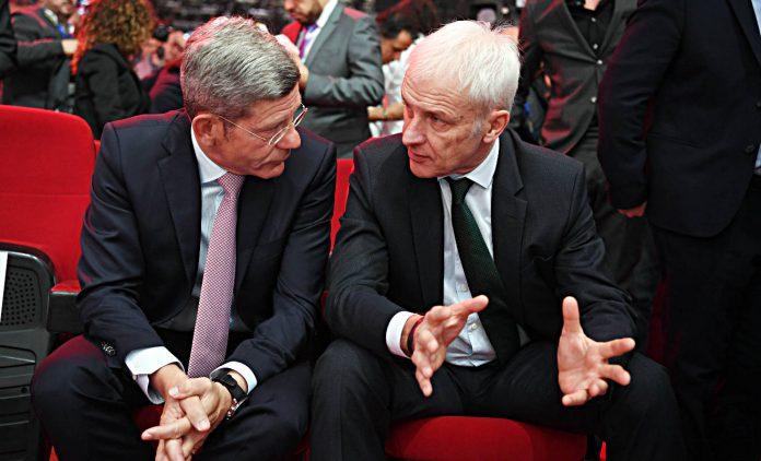 Bernhard Mattes (l.) und VW-Chef Matthias Müller. Foto: dpa