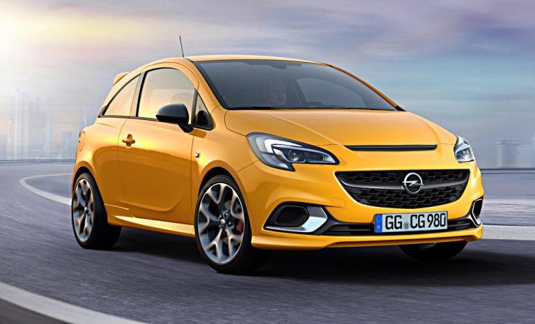 Opel Corsa fährt am VW Polo vorbei
