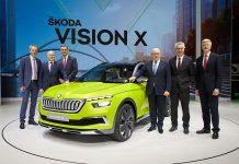 Der Skoda-Vorstand mit der Studie Vision X. Foto: Skoda