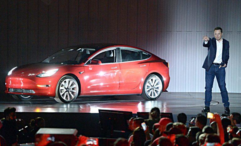 Tesla baut mehr als 3000 Stellen ab