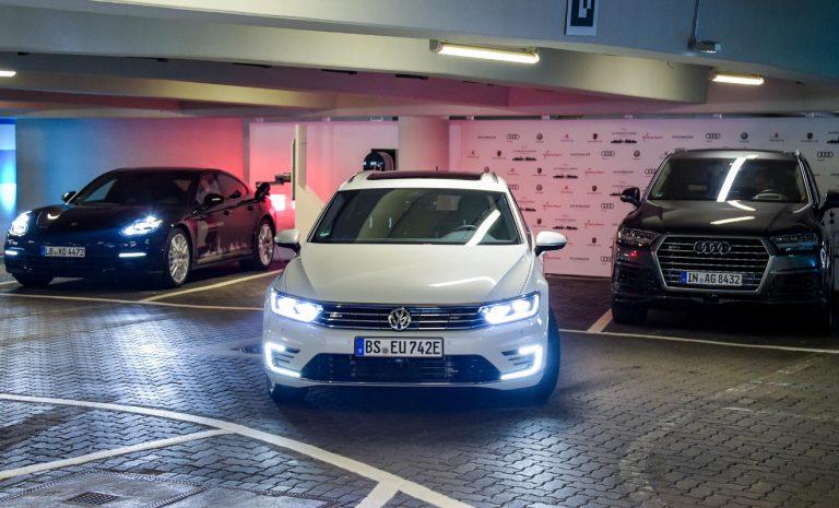 Am Hamburger Flughafen parkt das Auto autonom ein