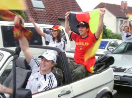 Autokorso zur Fußball-WM. Foto: AvD