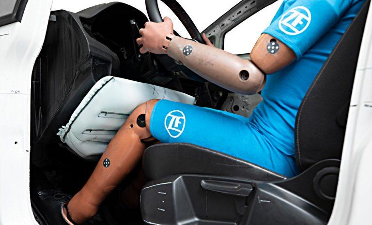 ZF entwickelt gewichtsoptimierten Knie-Airbag
