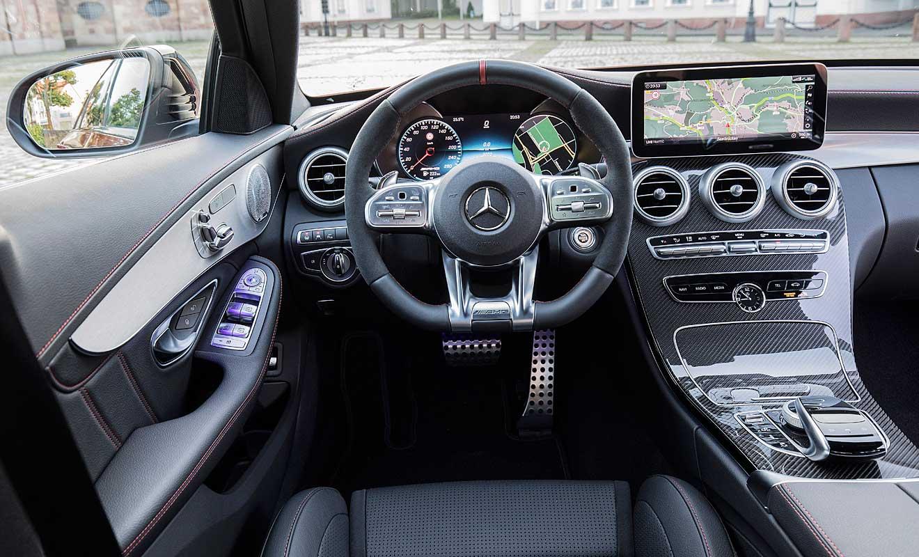 Das Cockpit des C43 AMG 4Matic. Foto: Mercedes