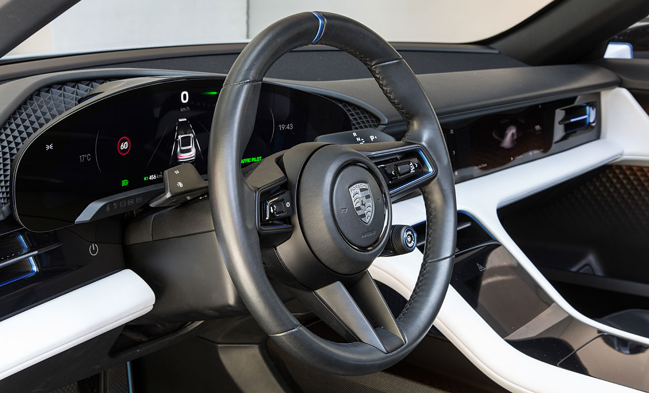 Das Cockpit des Mission E Cross Turismo. Foto: Porsche