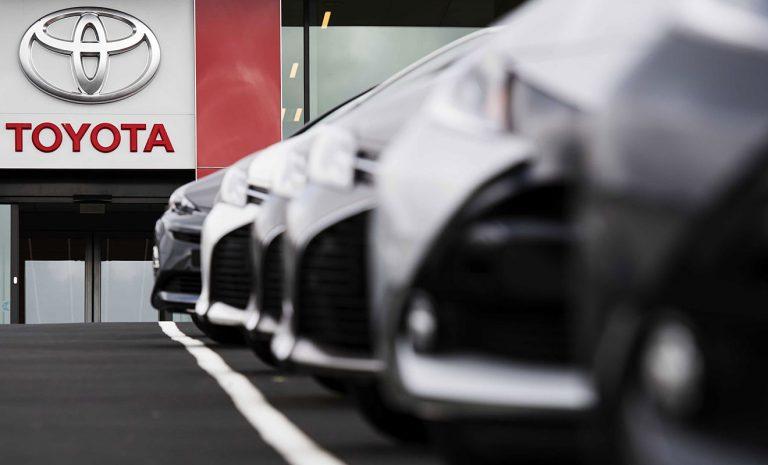 Toyota investiert in Fahrdienstvermittler Grab