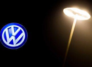 Volkswagen im Dunkeln. Foto: dpa