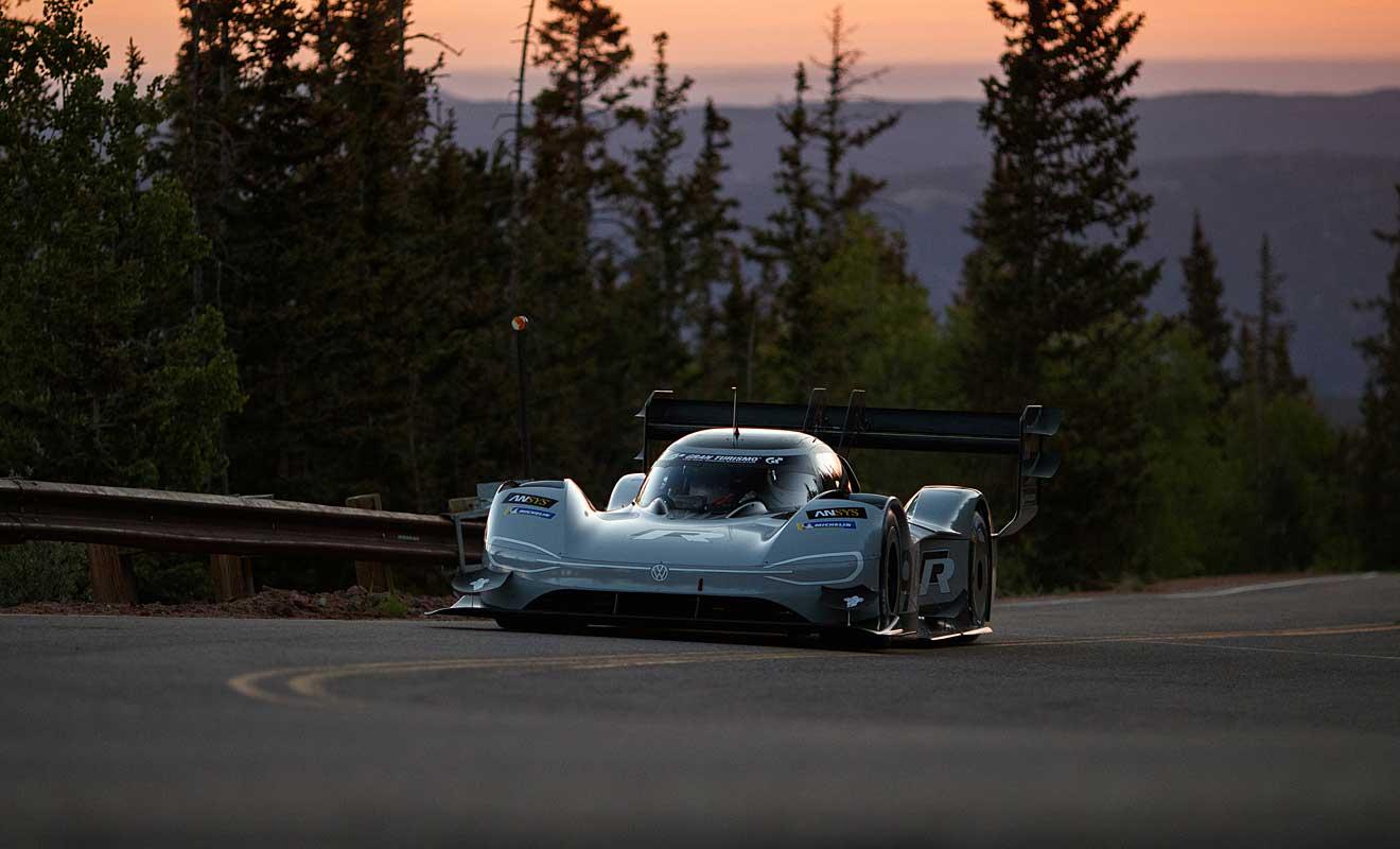 VW fährt elektrisch mit Streckenrekord zum Sieg am Pikes Peak