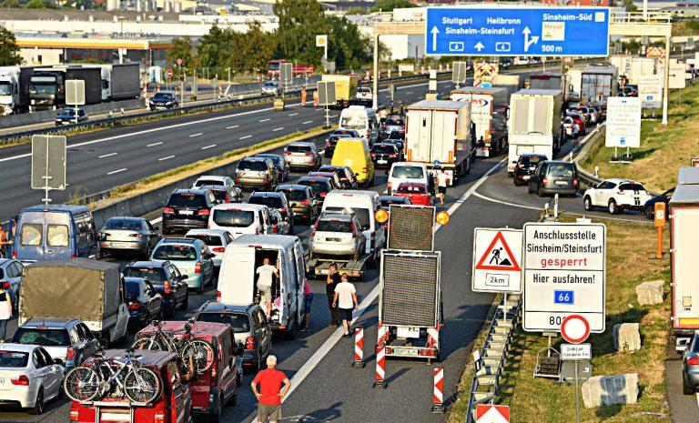 Nochmals volle Autobahnen wegen Rückreiseverkehr