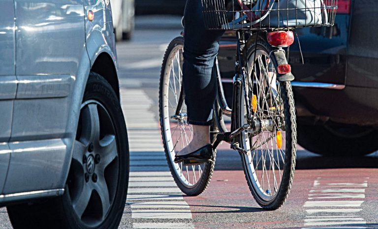 Scheuer: Mehr Platz für Radfahrer auf der Straße