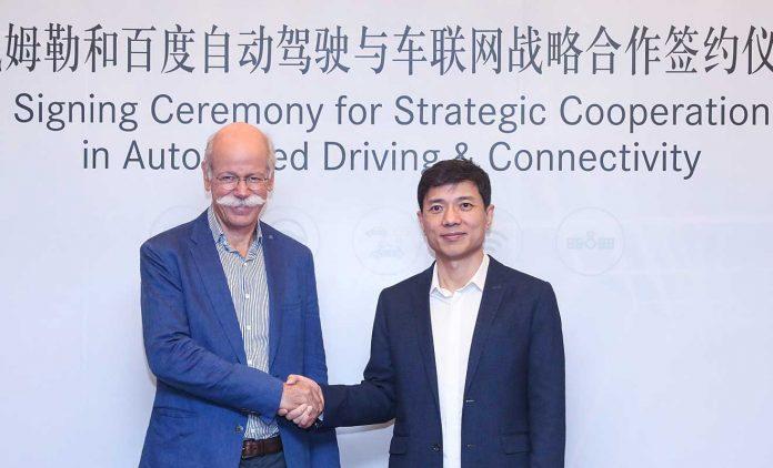 Dieter Zetsche und Robin Li. Foto: Daimler