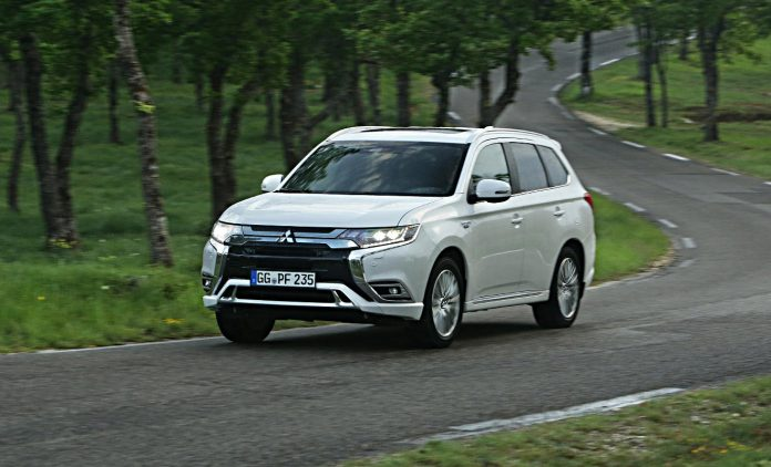 mitsubishi outlander plug in hybrid zum schn ppchenpreis. Black Bedroom Furniture Sets. Home Design Ideas