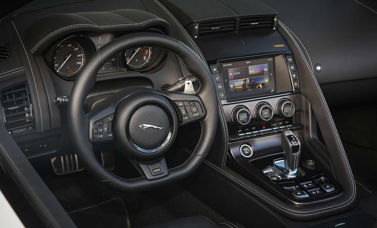 Das Cockpit des F-Type