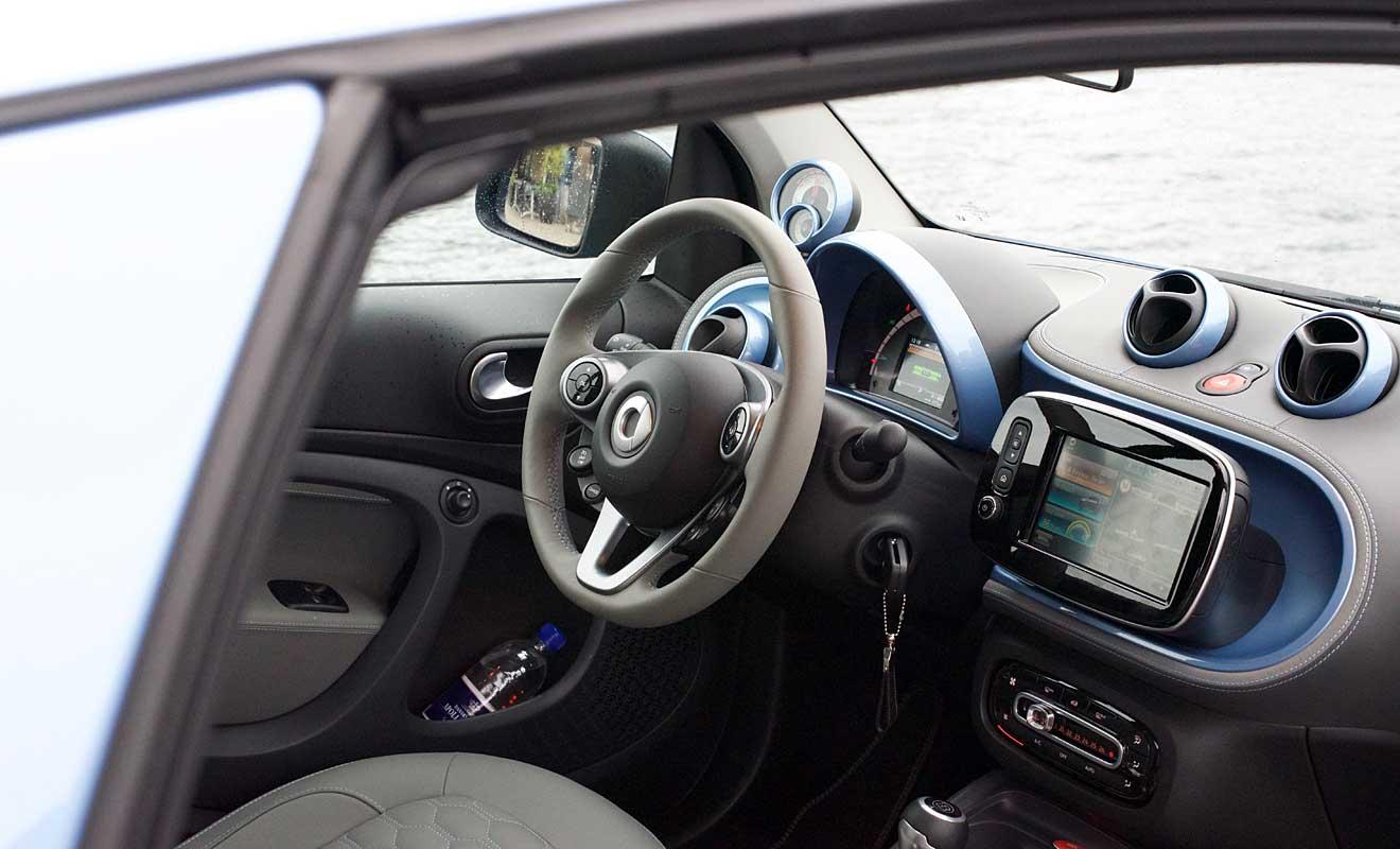 Das Cockpit des Smart EQ. Foto: AG/Blumenstein