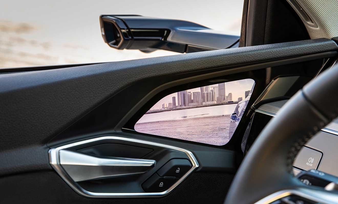 Kameras statt Rückspiegel im e-tron. Foto: Audi