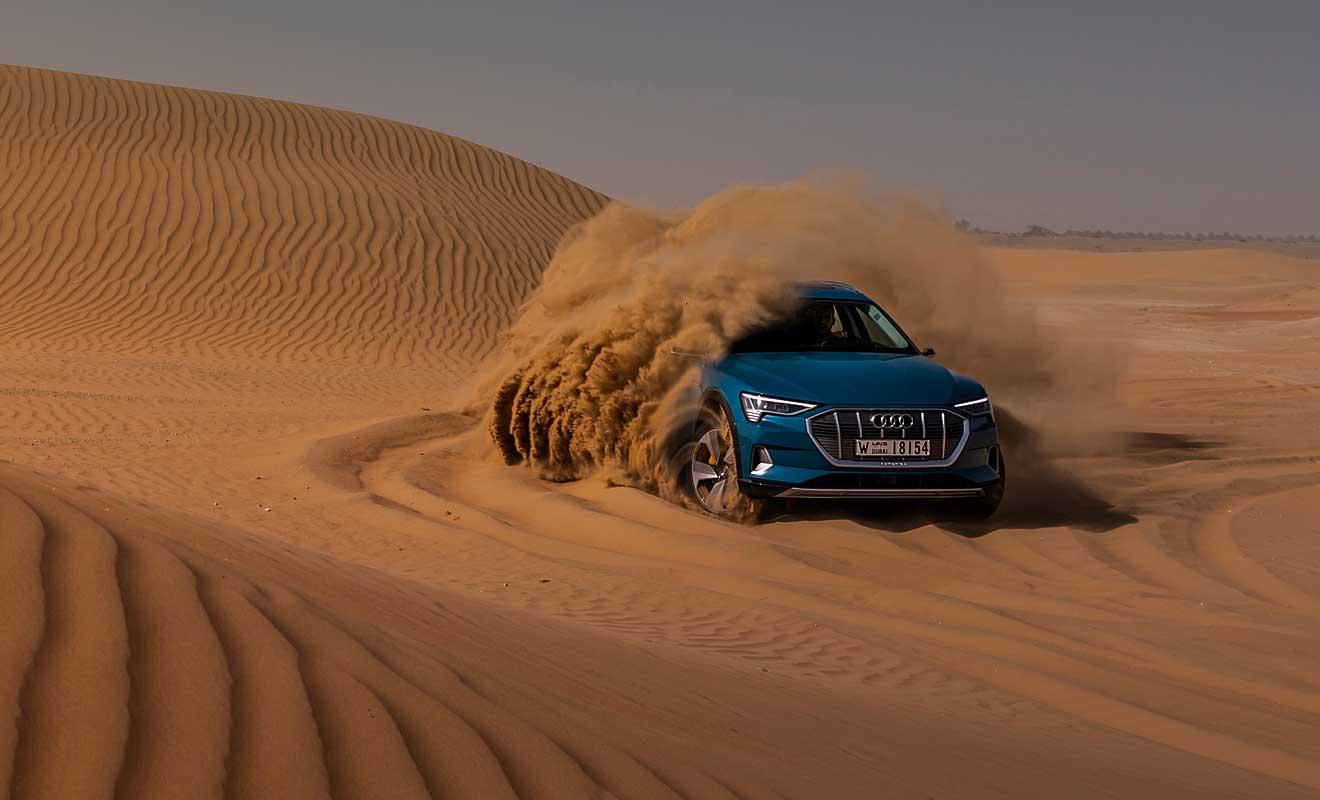 Der e-tron in der Wüste. Foto: Audi