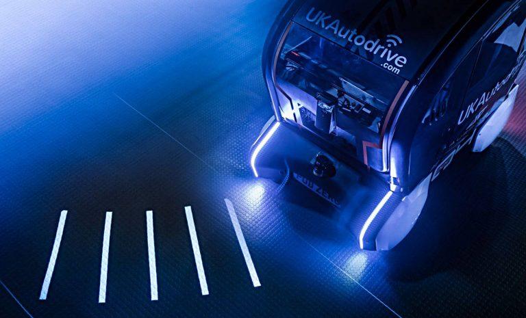 Jaguar lässt Roboterautos mit Licht kommunizieren