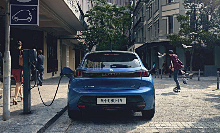 Peugeot e-208 kostet über 30.000 Euro