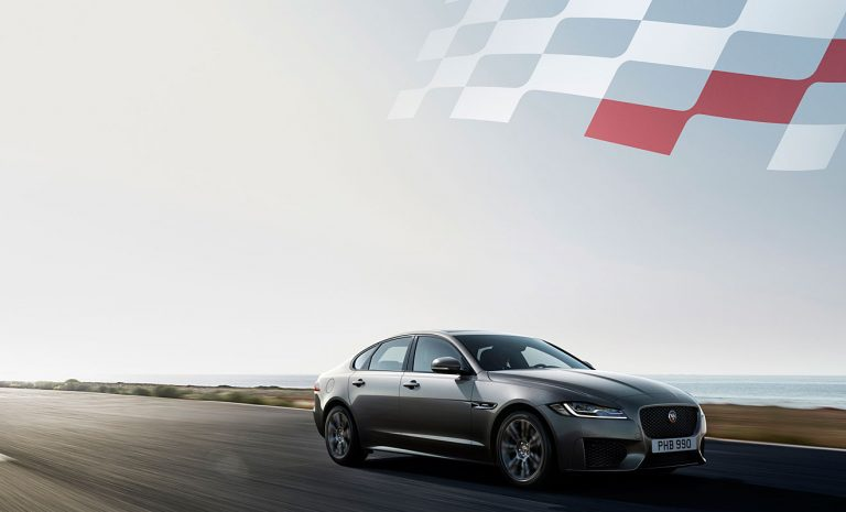Jaguar XF zeigt Flagge
