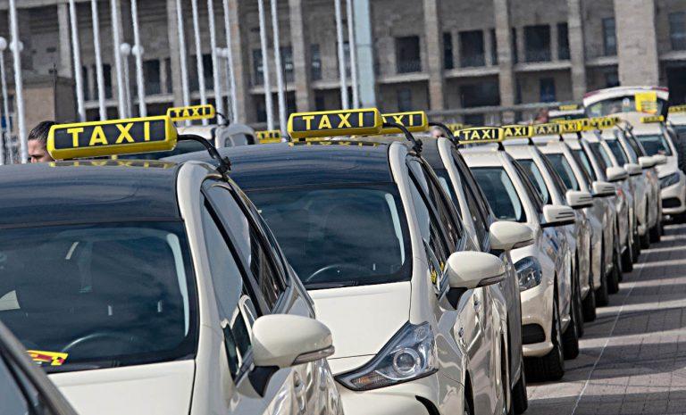 Taxifahrer protestieren gegen Uber und Co.