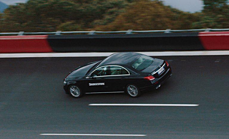 Bridgestone vernetzt den Autoreifen