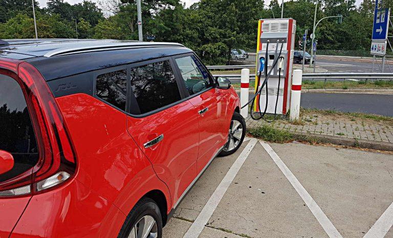 Elektroautos: Ladeleistung entscheidet über Erfolg
