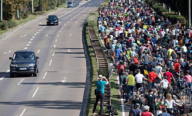IAA: Tausende protestieren für eine Verkehrswende