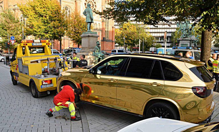 Glitzer-Tuning: Polizei stellt Goldmobil sicher