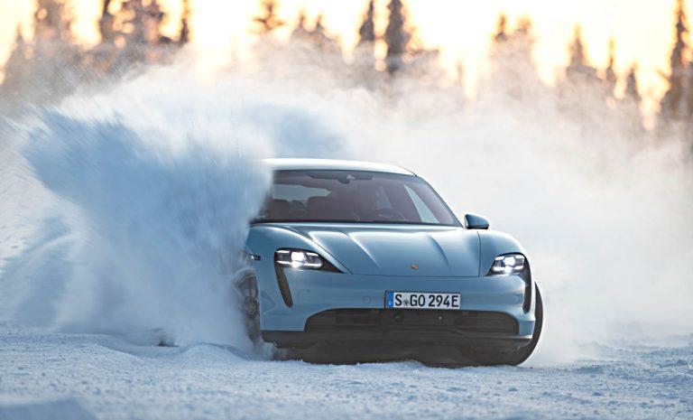 Porsche Taycan 4S: Quer durch den Schnee