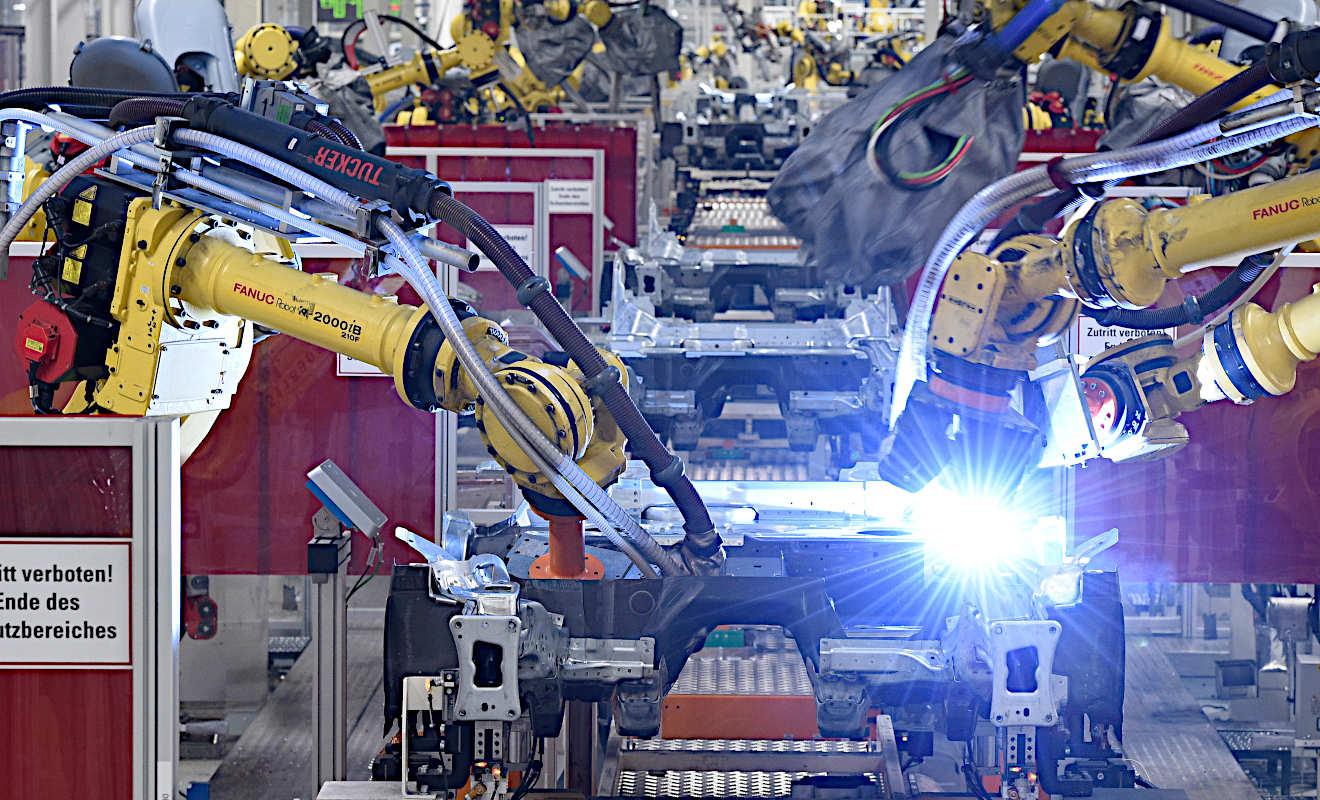 Audi und VW wollen Produktion weitgehend einstellen | BR24