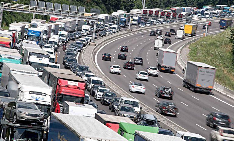 Rückreiseverkehr sorgt für volle Autobahnen