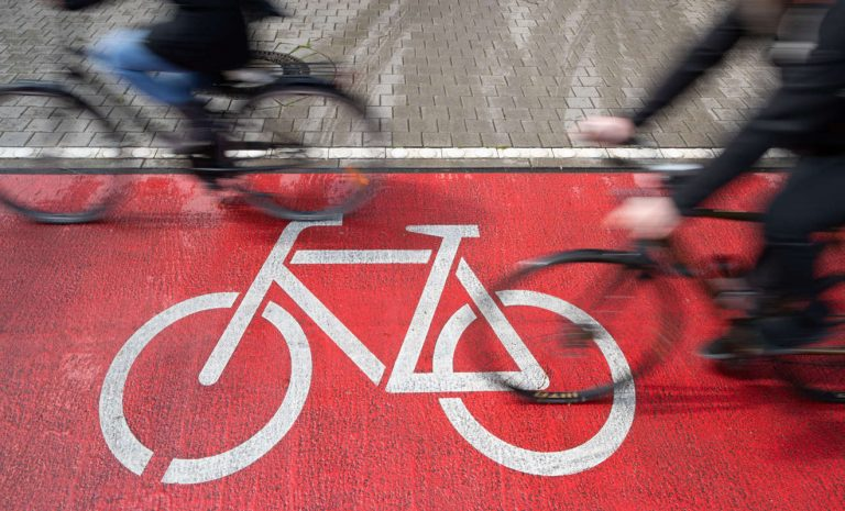 ADAC: Jeder dritte Radweg ist zu schmal
