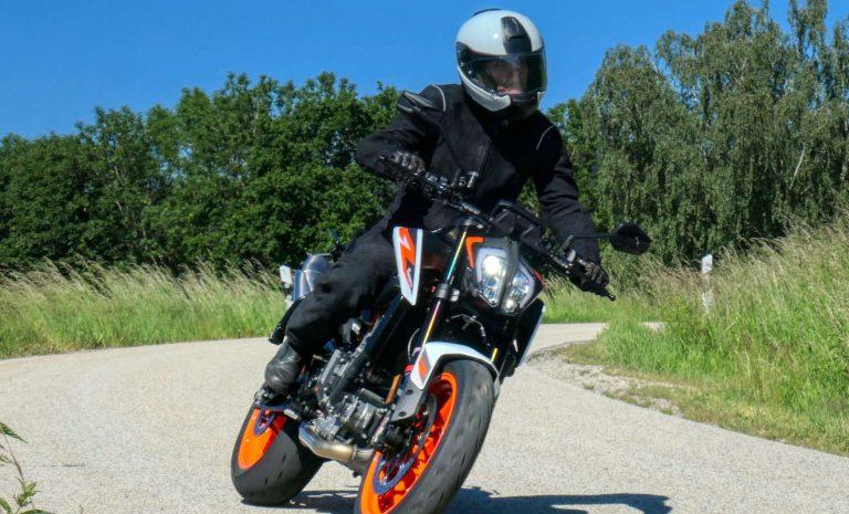 KTM 890 Duke R: Lässt die Konkurrenz alt aussehen
