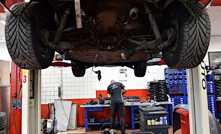 Elektroautos bremsen Geschäft der Werkstätten aus