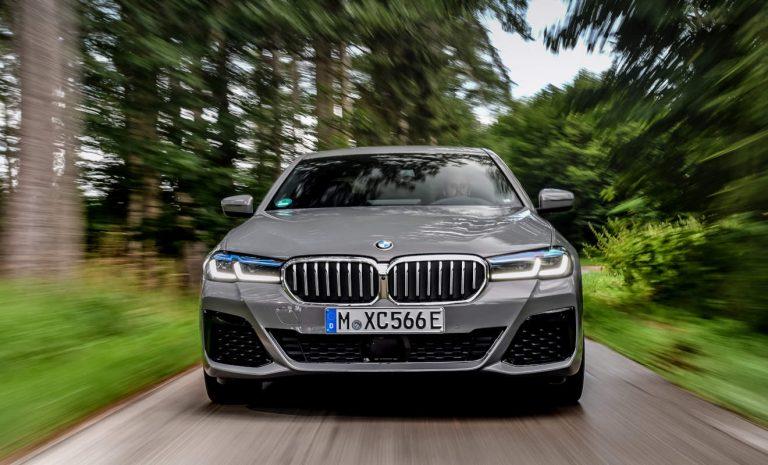 BMW 545e xDrive: Elektrisch in die Umweltzone
