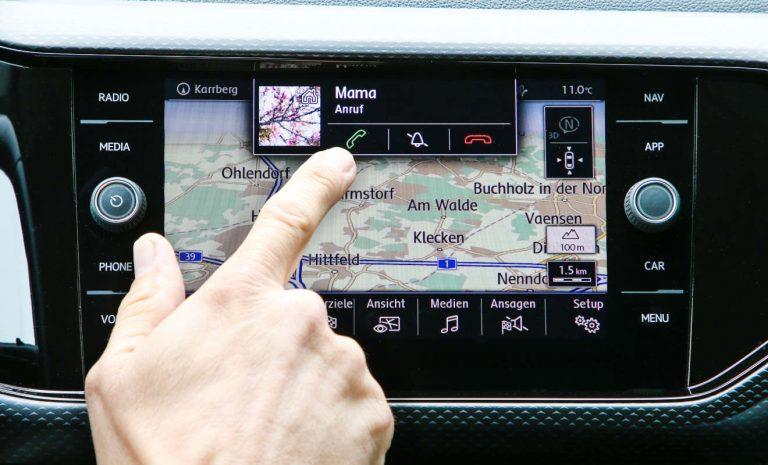 Autofahrer fühlen sich durch Touchscreens abgelenkt