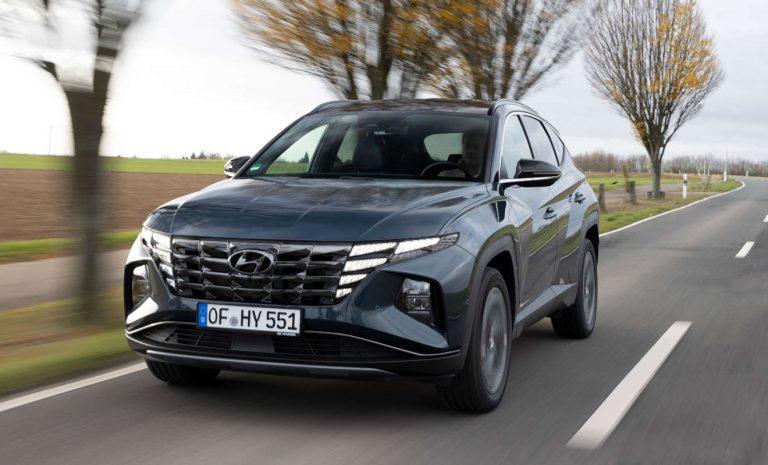 Hyundai Tucson fährt als Voll-Hybrid vor