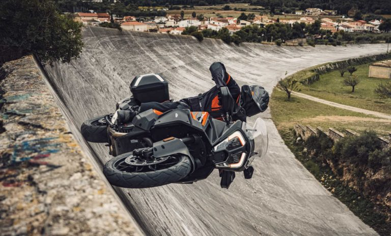 KTM 1290 Super Adventure S: Runderneuert in den Ring
